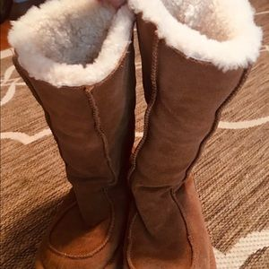 UGG Classic Winter Boots In Chestnut Color Size 2